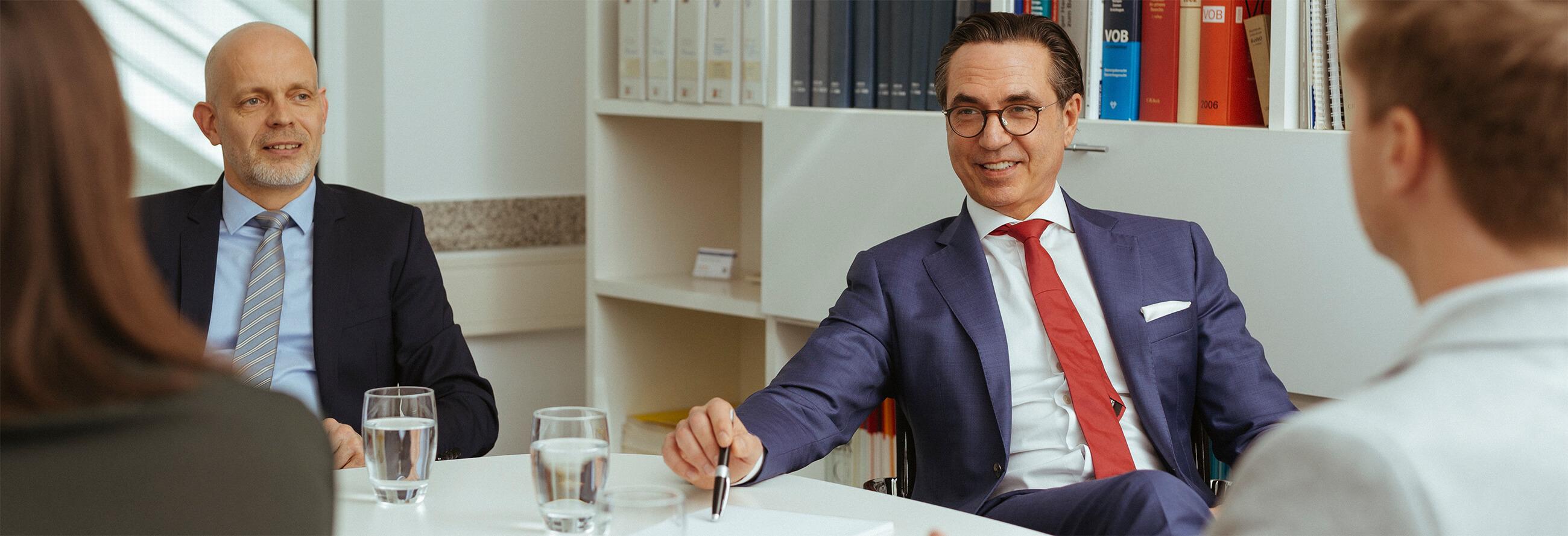 Bugla Rechtsanwälte im Kundengespräch